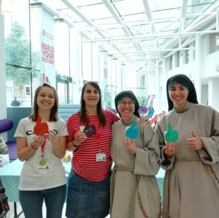 Madeline Woods with LTU hannah and Sisters thumbs up and recycle coffee cups